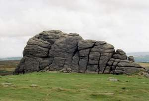 800px-Hay_Tor_Back