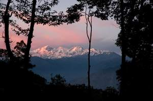 Image illustrating StoryMondo poem about evening and sunset in the Nepal Himalayas